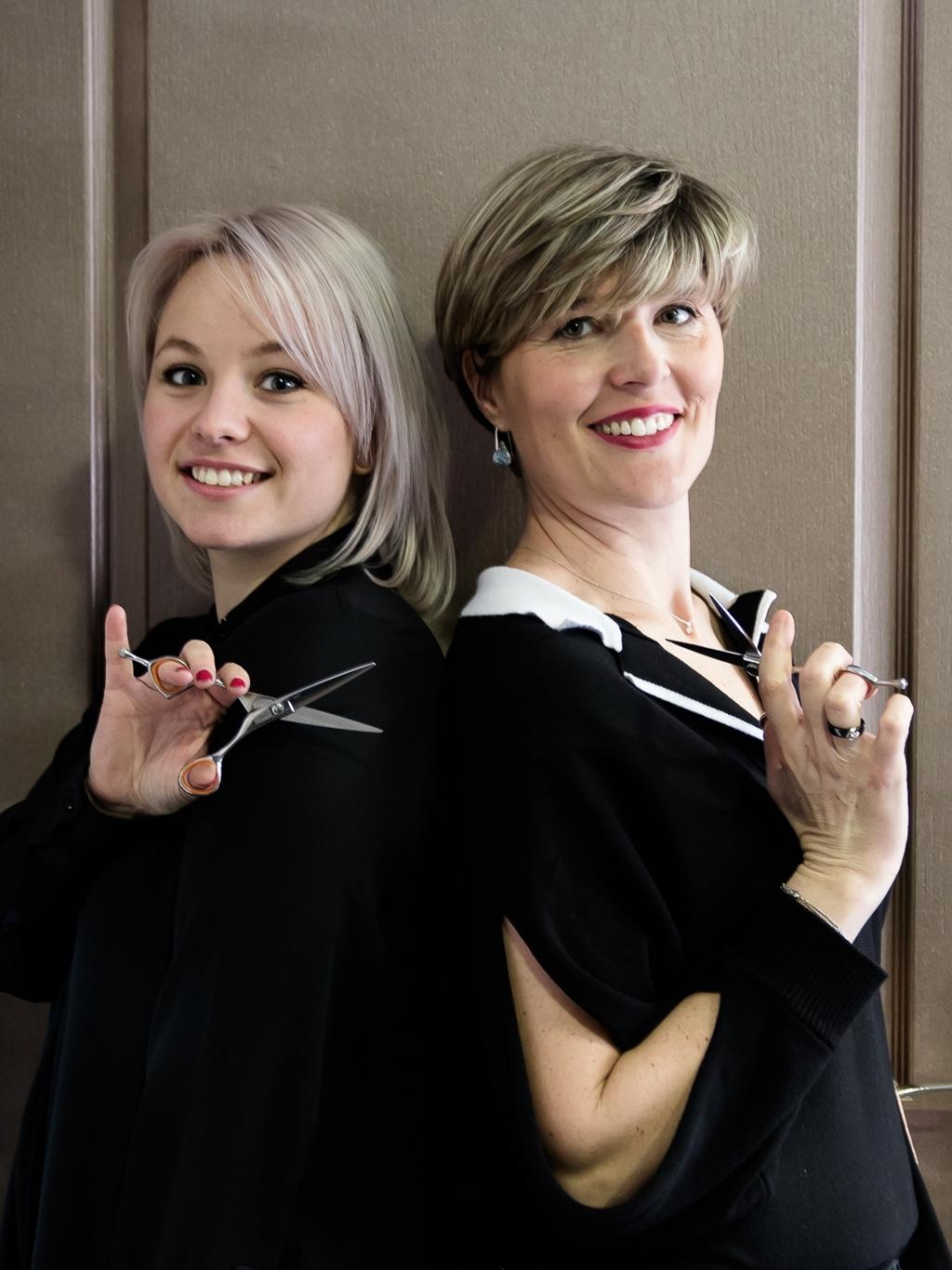 Aurore et Laure de LK le salon